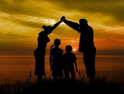 Contar su origen a niños nacidos por ovodonación. ¿Siguen los padres con sus intenciones originales sobre decírselo? y si no, ¿por qué no?